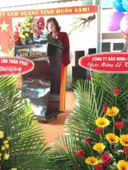 bà Hoàng Thị Hoa Hồng- Bí thư chi bộ, Hiệu trưởng nhà trường đọc diễn văn khai giảng