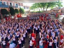 Học sinh toàn trường tham gia phần hội